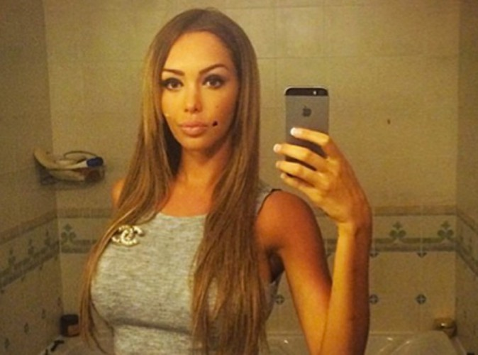 Nabilla : canon pour un selfie qui intrigue ses fans !