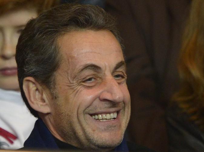 """Nicolas Sarkozy : il souhaite de joyeuses fêtes à ses """"fans"""" sur Facebook !"""