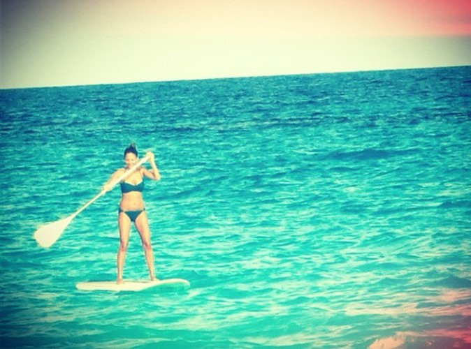Nicole Richie : une bikini-girl qui assure à la plage...