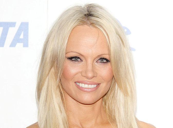 """Pamela Anderson : """"Je ne me suis jamais trouvée jolie"""" !"""