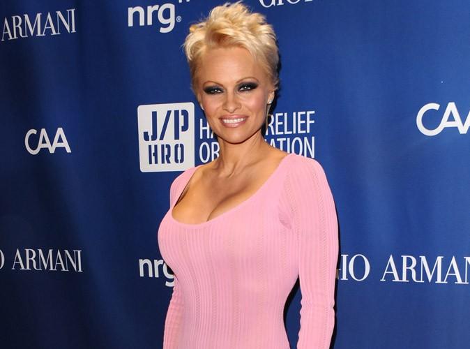 Pamela Anderson : nue et décomplexée, coupe garçonne sexy, poses lascives... A 46 ans elle fait toujours autant d'effet !