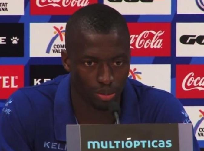 Pape Diop : victime de cris de singe, le joueur de football répond à ses détracteurs en dansant !