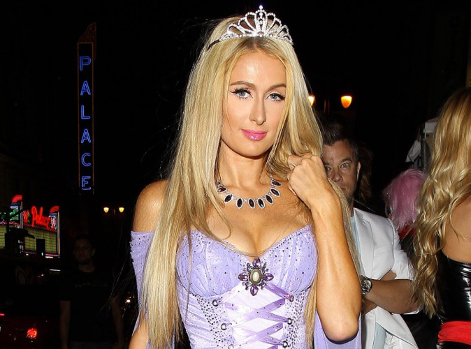 Paris Hilton : attention, elle dégaine le push-up !