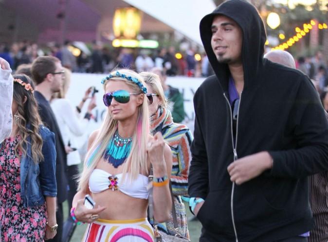 Paris Hilton : elle aime son DJ Afrojack et n'hésite plus à l'embrasser en public !