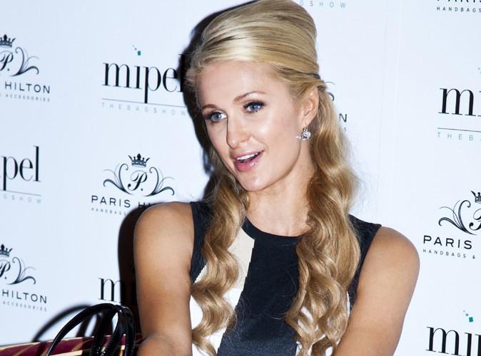 """Paris Hilton : """"Je n'ai jamais nettoyé des toilettes"""" !"""