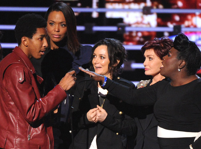 People Choice Awards 2016 : un imposteur s'incruste sur scène et se fait virer à coups de pieds au derrière
