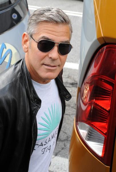George Clooney et Sandra Bullock optent pour le voyage en bus, le 27 août 2013 en Italie