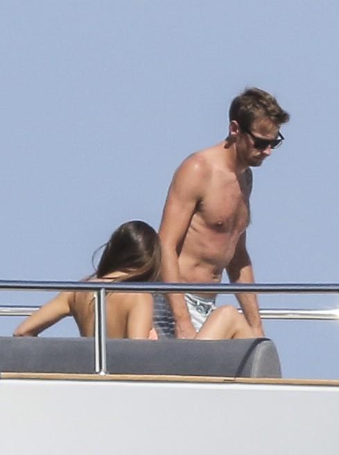 Jenson Button avec sa fiancée Jessica Michibata à Cannes le 2 juillet 2014