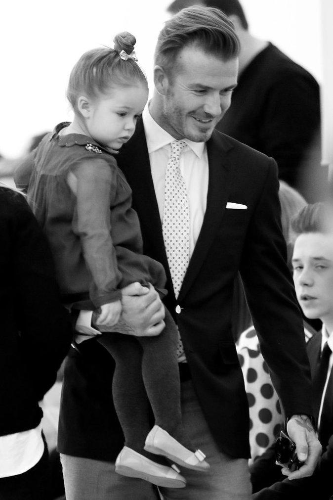 David Beckham et ses enfants Brooklyn, Romeo, Cruz et Harper assistent au défilé de Victoria Beckham