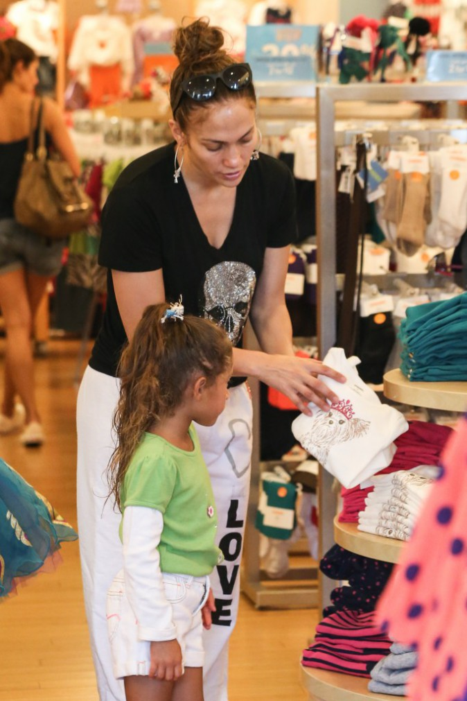 Jennifer Lopez fait du shopping avec sa fille à Los Angeles