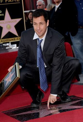 En février 2011, Adam Sandler reçoit son étoile sur le Hollywood Walk of Fame