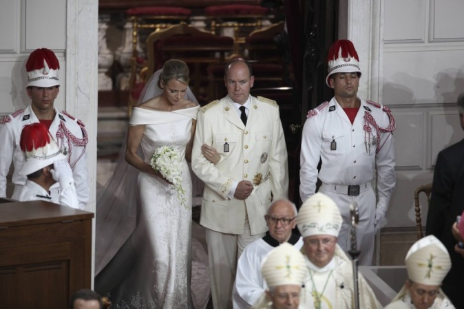 Les mariés sortent de l'Eglise