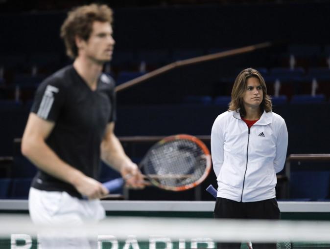 Amélie Mauresmo derrière Andy Murray pendant un entraînement