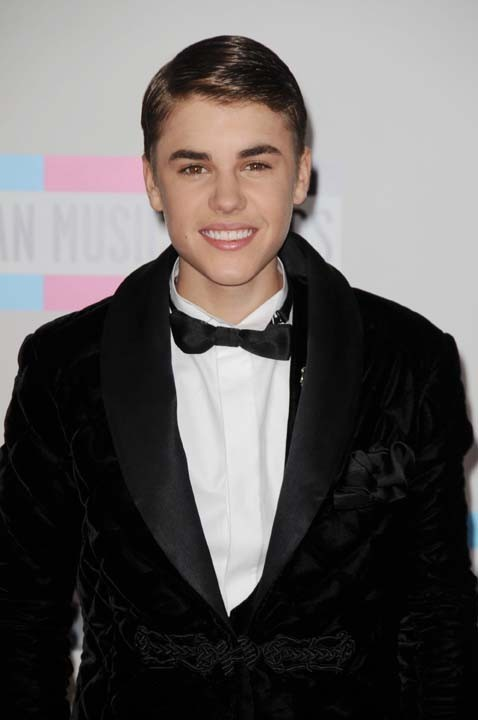 Justin Bieber a sorti le costume en velours !