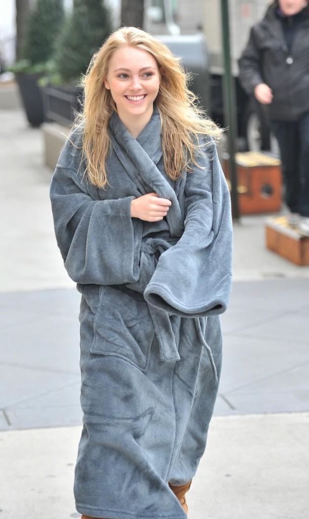 """AnnaSophia Robb sur le tournage de """"The Carrie Diaries"""" !"""