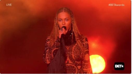 Beyoncé a enflammé le début du show!