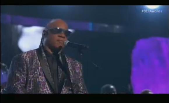 Stevie Wonder à rendu hommage à Prince avec brio! Un moment très agréable de la soirée!