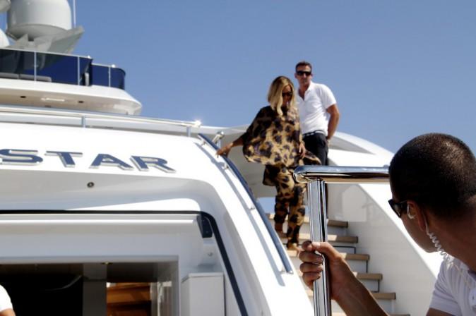 Beyoncé descend de son luxueux yacht !