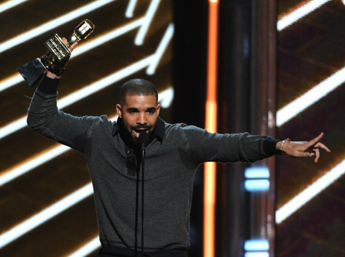 Billboard Music Awards : Drake, Céline Dion, Cher... revivez les tops et les flops de la soirée !