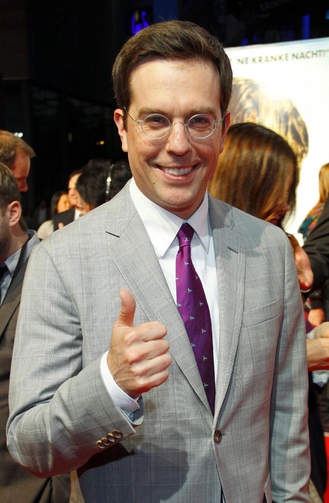 Ed Elms a quitté ses costumes ringards de The Office pour un élégant costard sur mesure.