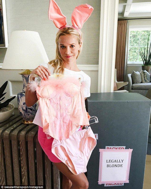 """Reese Whiterspoon ressort ses costumes de """"La Revanche d'une blonde """""""
