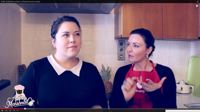 Audrey Marshmaloo et Valérie Orsoni font un smoothie healthy