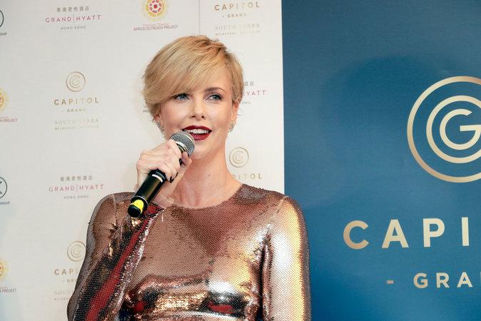 Charlize Theron : sensuelle pour une promo en Chine !