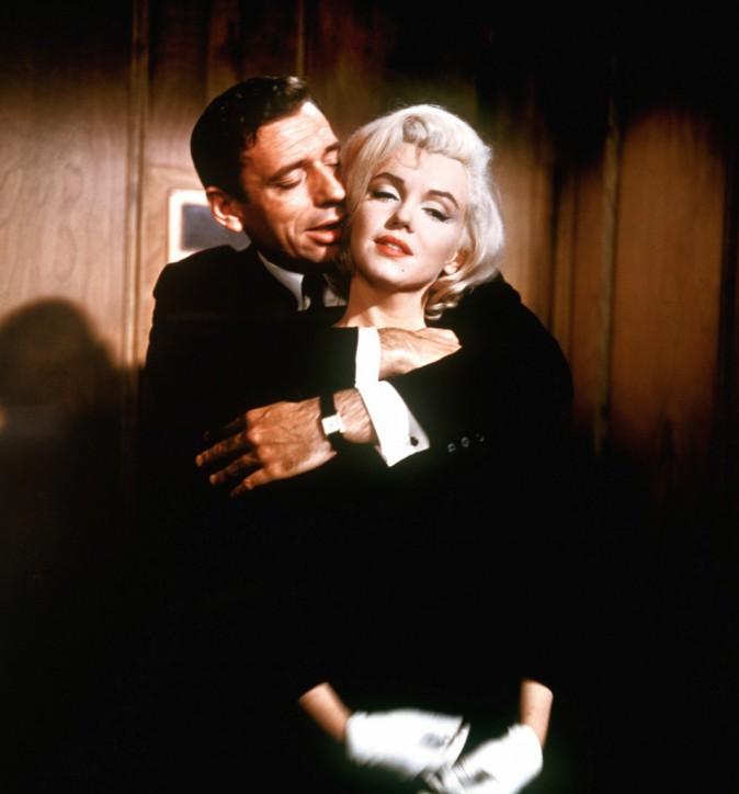 Marilyn Monroe – Lors du film Le Milliardaire en 1960, l'actrice sublime Marilyn Monroe tombe sous le charme de son partenaire Yves Montand.