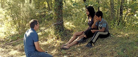 Nadia (Leïla Bekhti) , Yann (Guillaume Canet) et Slimane (Slimane Khettabi), une famille recomposée