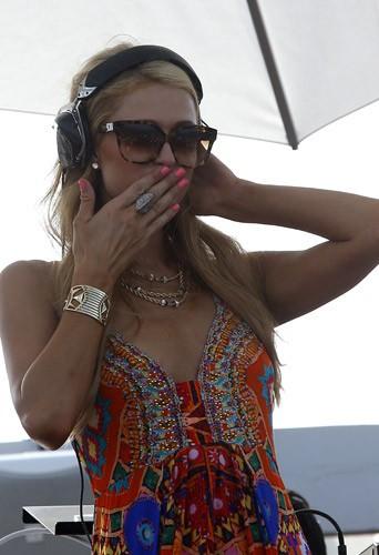 Paris Hilton, DJ à Saint-Tropez