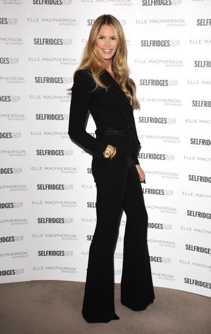Elle Macpherson à Londres pour les 10 ans de sa marque de lingerie, le 14 novembre 2011.