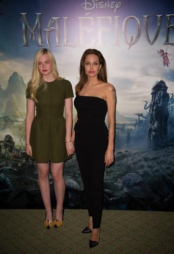 Elle Fanning et Angelina Jolie à Paris le 6 mai 2014