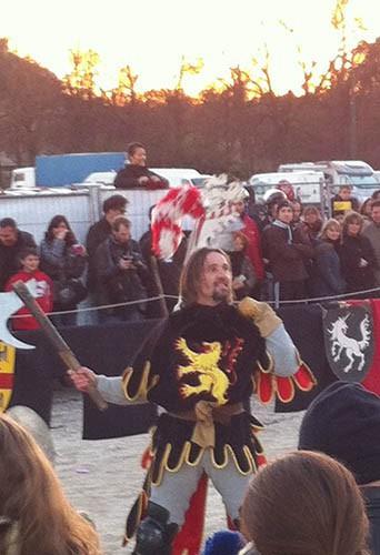Les chevaliers s'affrontent aux enchanteurs de Noël !