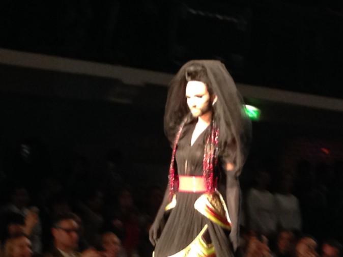 Conchita Wurst conclut le défilé Jean Paul Gaultier, le mercredi 9 juillet à Paris
