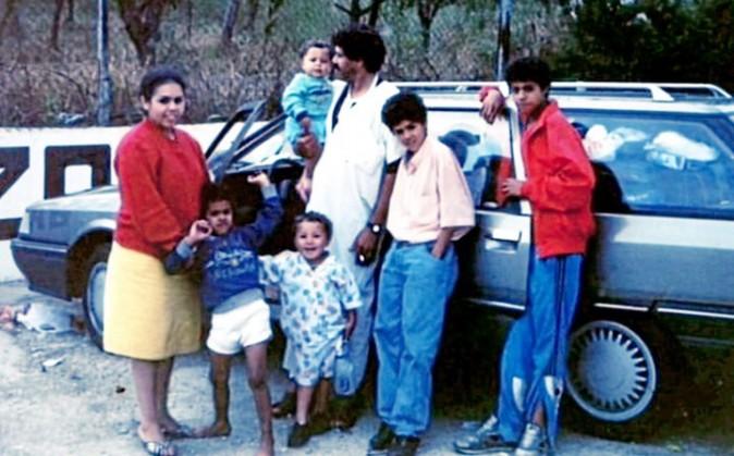 Originaires du Maroc, les parents de Jamel débarquent à Trappes en 1983. Ils y passeront toute leur vie.
