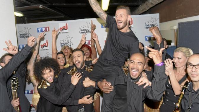 Extrêmement proche de ses danseurs et de son chorégraphe, MP célèbre naturellement sa victoire avec eux en coulisses!