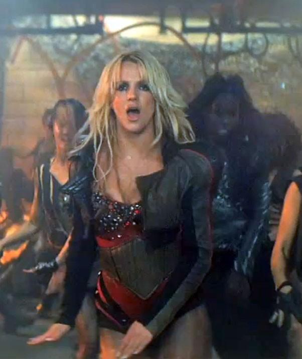 Britney dans le clip de Till The World Ends !