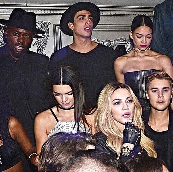 Anthony Alcaraz entouré de ses amis Kendall Jenner, Justin Bieber et Madonna