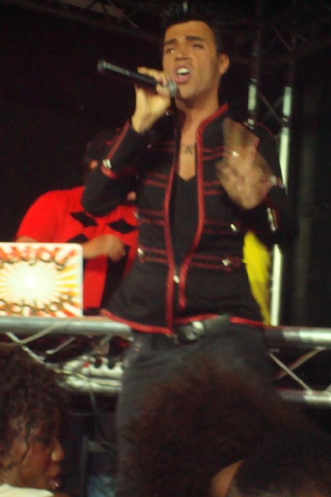 Bruno Moneroe sur la scène du Brasil Tropical à Paris, le 23 juin 2012.