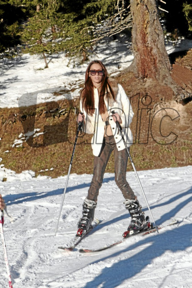 Exclu Public : Photos : Nabilla : épanouie sur les pistes de ski, tout schuss vers le bonheur retrouvé !