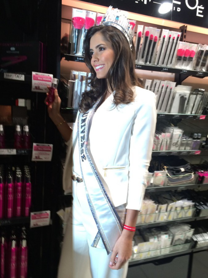 Exclu Public : Photos : Paulina Vega : superbe pour présenter sa ligne de soin capillaire !
