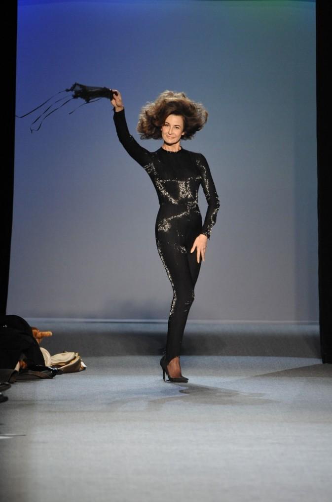 Valerie Lemercier sexy pour le défilé Jean Paul Gaultier