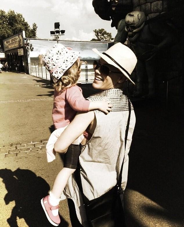 Pink et son bébé