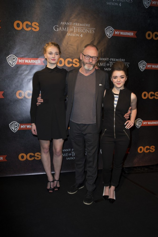 Sophie Turner (Sansa Stark), Liam Cunningham (Davos Mervault) et Maisie Williams (Arya Stark) à l'avant-première