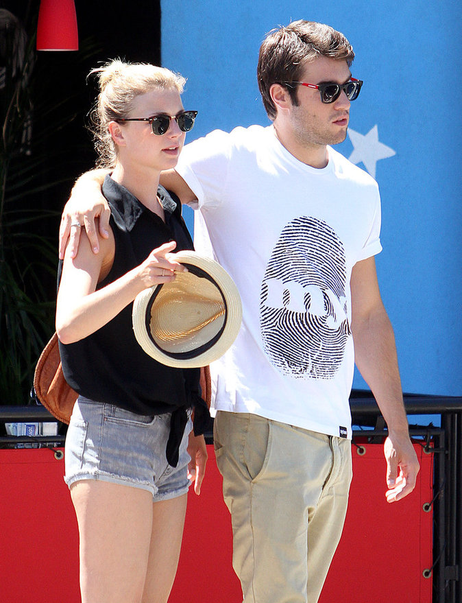 Emily Van Camp et Joshua Bowman