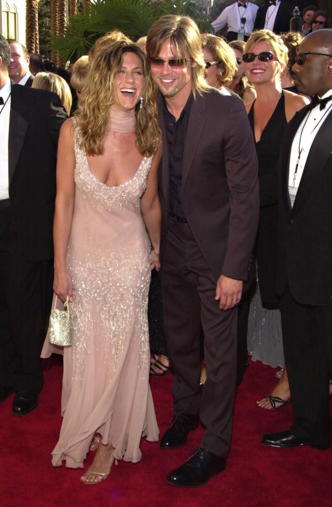 Aux Emmy Awards 2002 avec Brad Pitt, son époux