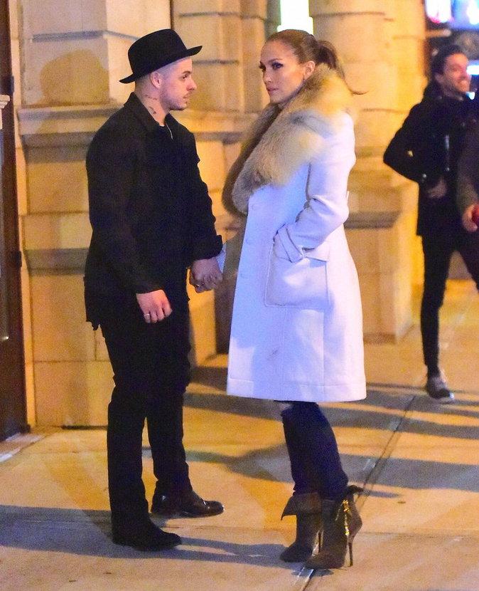 Jennifer Lopez et Casper Smart étaient main dans la main pour sortir dîner en amoureux !
