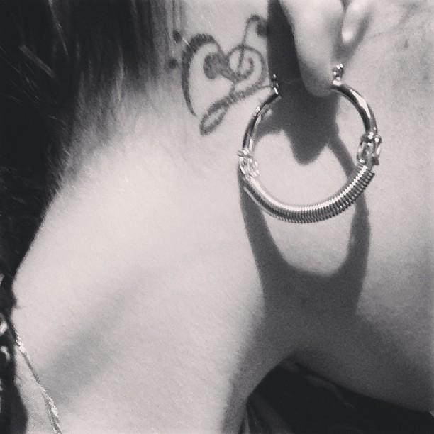 Un nouveau tatouage ?