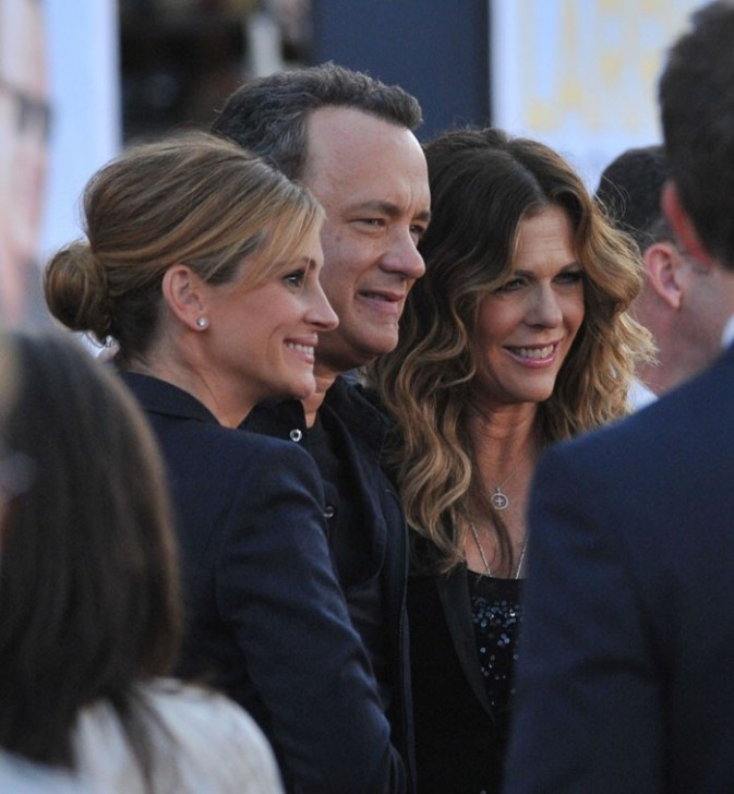 Ils posent tous ensemble avec Rita Wilson, la femme de Tom Hanks qui joue aussi dans le film...