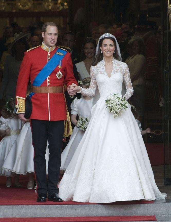 """21. Après s'être fait insulter de """"Idiote de vache coincée! Espèce de garce snob"""" par un garde britannique, la princesse l'a gracieusement exclu de son mariage."""